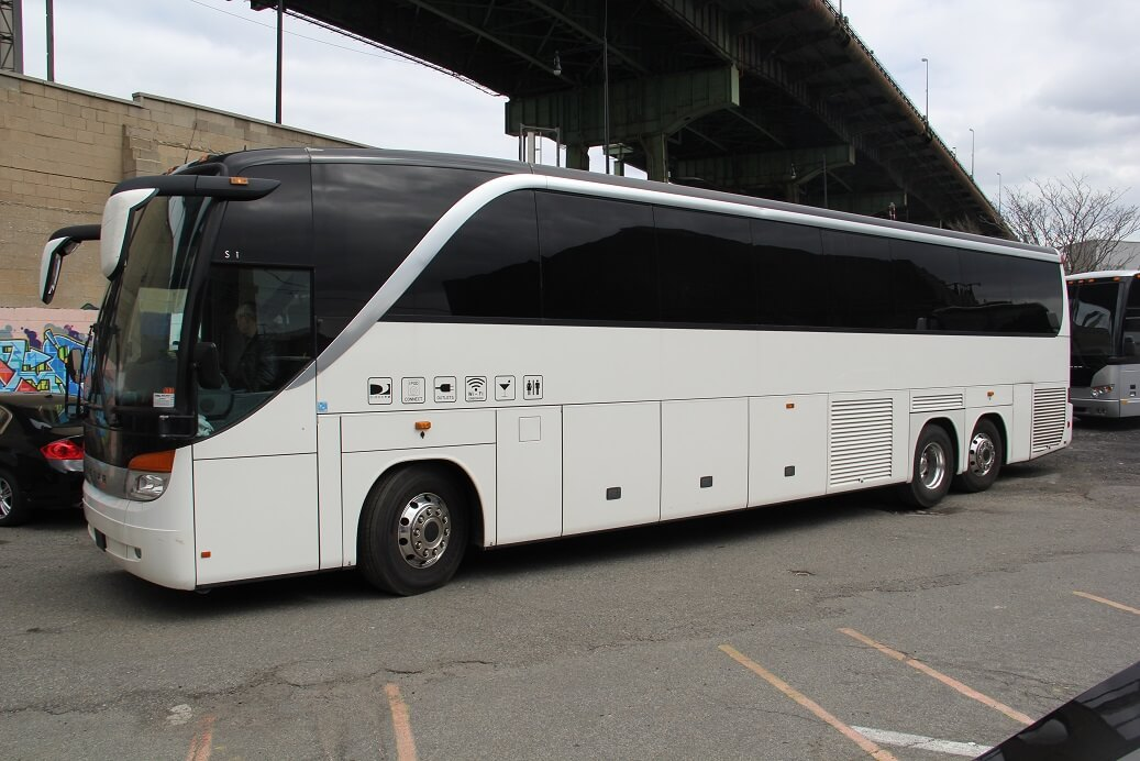 55 PAX MOTOR COACH WHITE EXT PROFILE